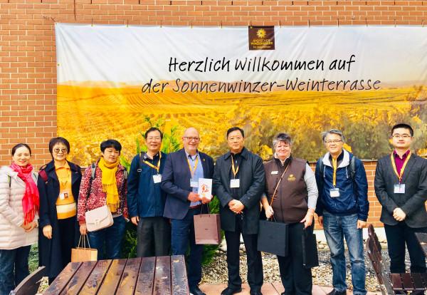2019_11_06-Wie-betreibt-Ihr-Tourismus-und-Landwirtschaft-Chinesische-Delegation-zu-Gast-bei-den-Sonnenwinzern