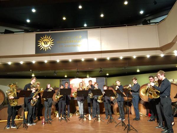 HORNKONZERT-2020-Hornisten-erfuellen-die-Buehne-hier-zusammen-mit-der-Jugendmusikschule-Breisach