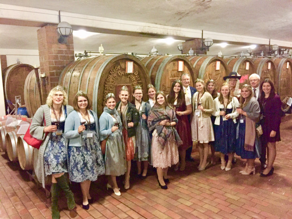 01-Neuer-Jahrgang-Weinhoheiten-Besuch-der-Badischen-Weinhoheiten-20192020-beim-Badischen-Winzerkeller-den-Sonnenwinzern-in-Breisach-24-10-19
